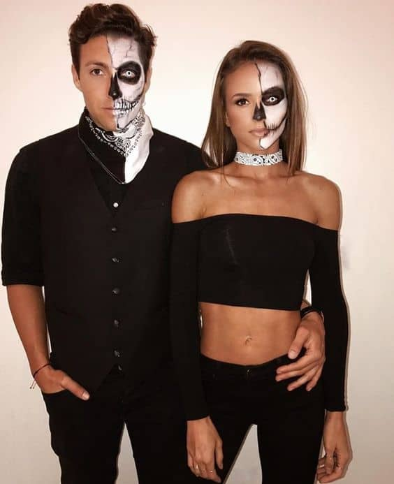 32 Easy Couple Costumes To Copy That Are Perfect For The