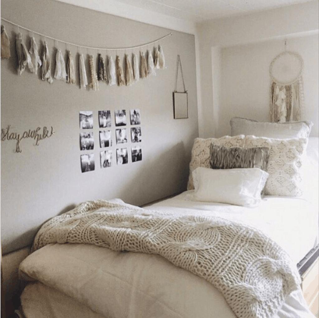 cute neutral dorm room