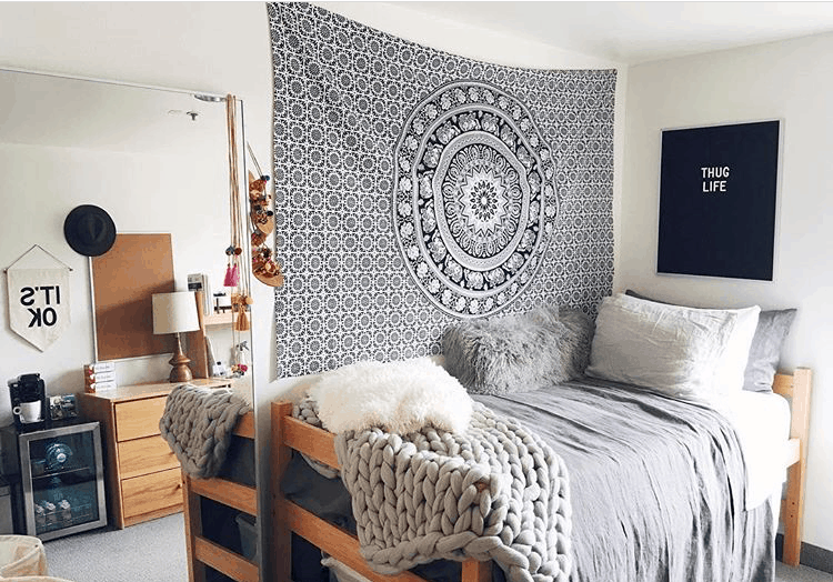 9 cute ways to decorate dorm walls maggie accardo - Dorm wall decor ideas ...