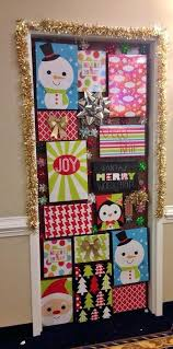 The Best Christmas Dorm Door Decorations To Copy This Year - By ...
