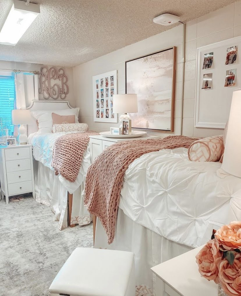 girly dorm room decor