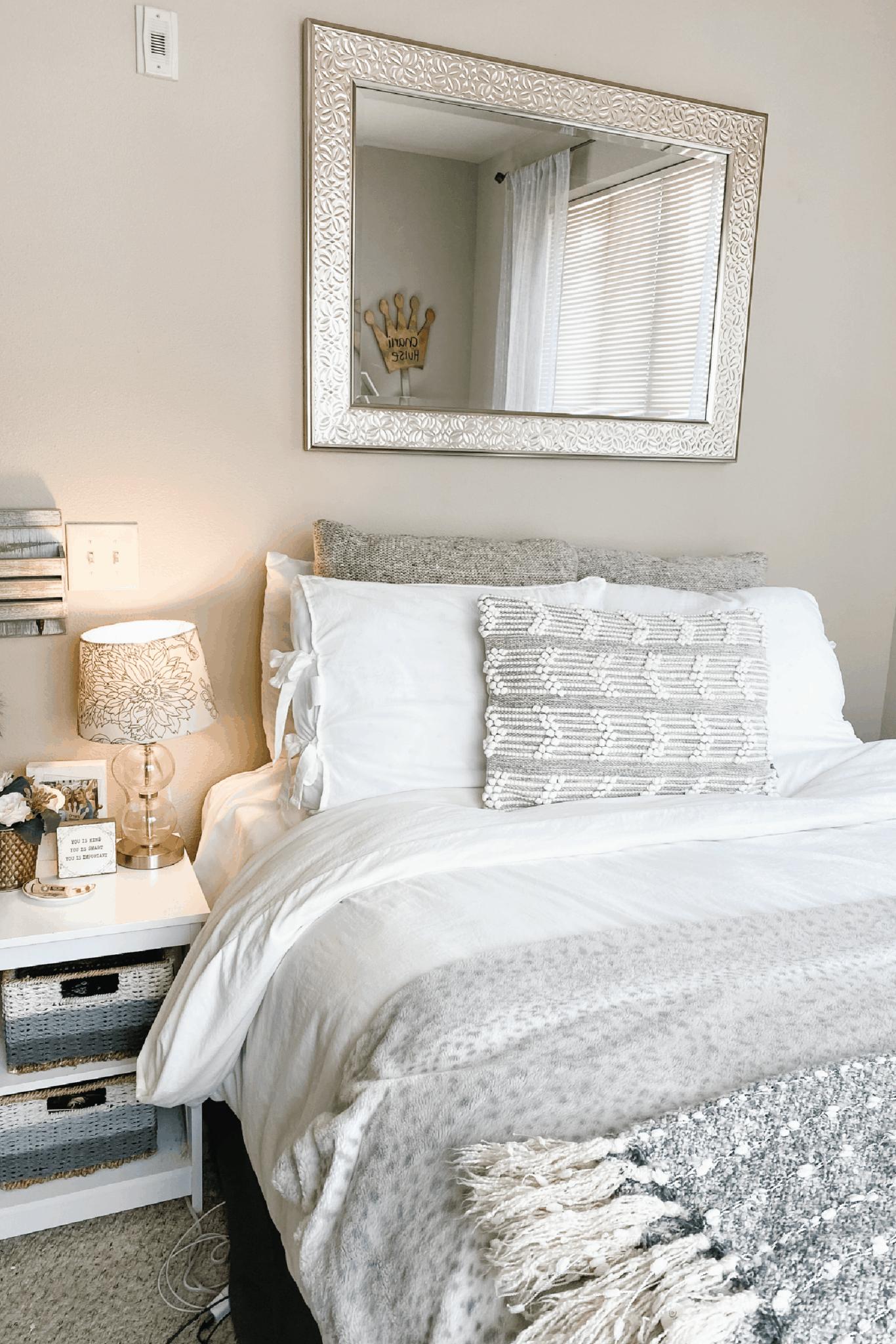college apartment bedroom 2021