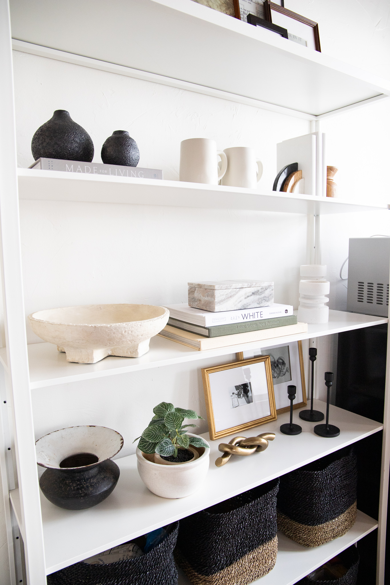 how to decorate shelves (1)