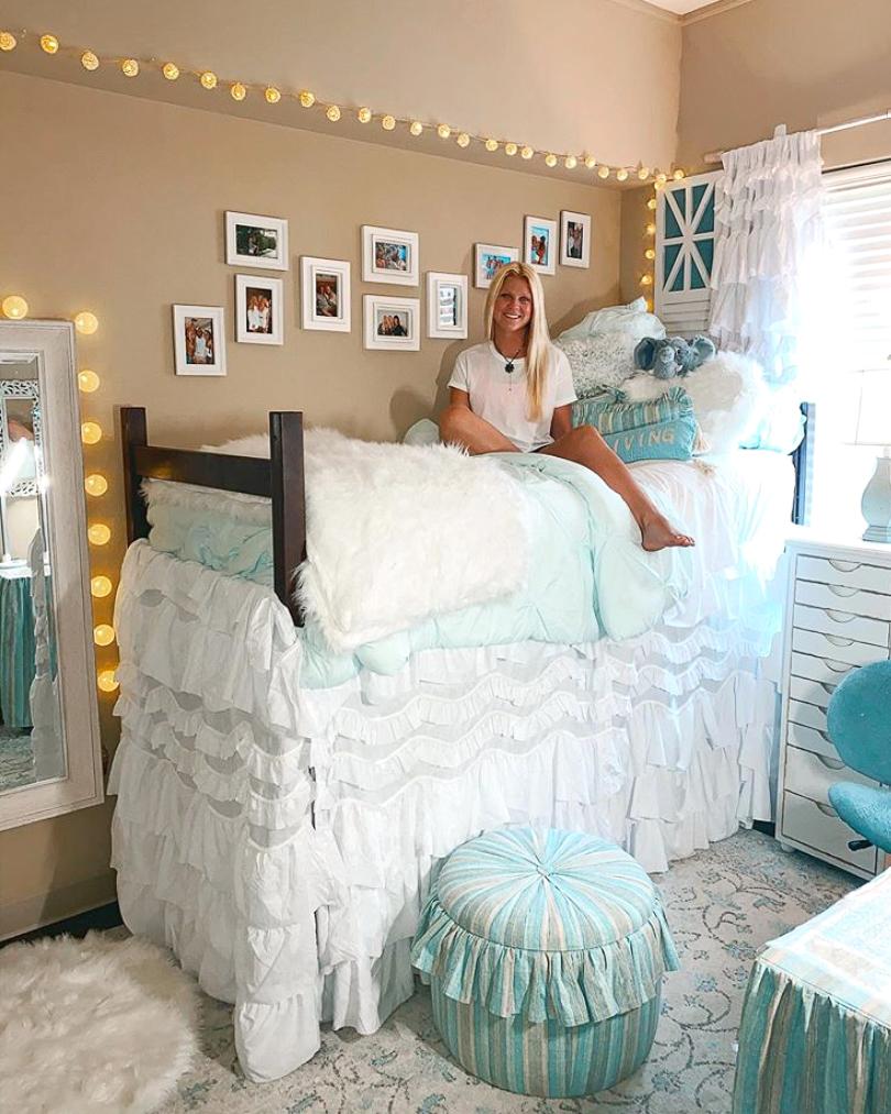 girly dorm room