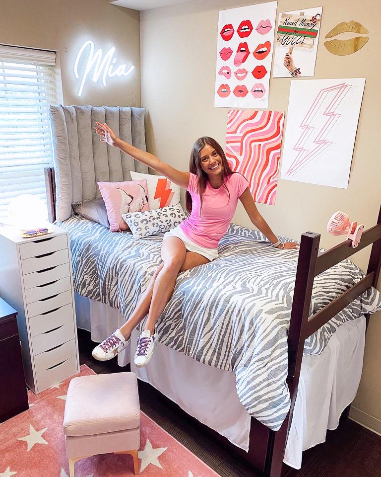 retro dorm room
