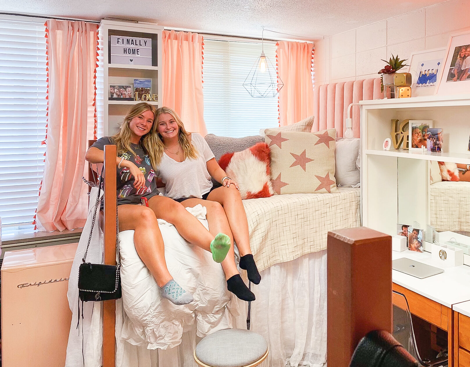 trendy dorm room ideas cozy